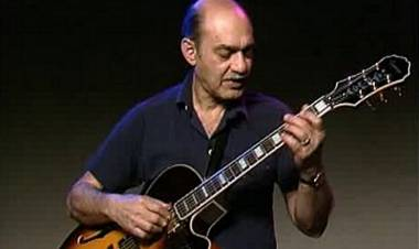 El 23 de mayo de 1994 fallece el guitarrista de jazz Joe Pass