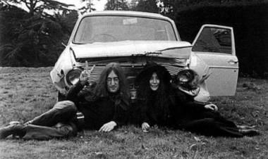 El 1 de julio de 1969 John Lennon sufre un accidente automovilístico en Escocia