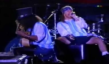El 17 de julio de 1993 Guns N ' Roses se presentan en Argentina