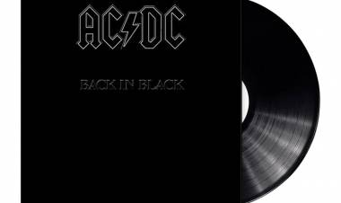 El 25 de julio de 1980 AC/DC lanza 'Back in Black'