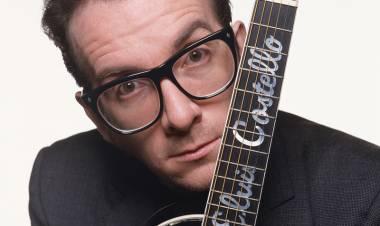 El 25 de agosto de 1954 nace Elvis Costello