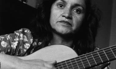 El 4 de octubre de 1917 nace Violeta Parra