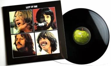 El 8 de mayo de 1970 The Beatles lanza a la venta el album ''Let it be''