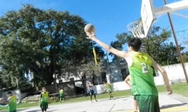 Carly Mendieta nos cuenta de la campaña para la colocacón de nuevos tableros de básquet en Central Rincón