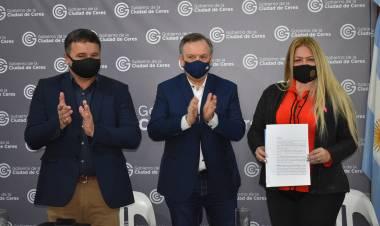 El Senador Felipe Michlig entregó aportes a instituciones de Ceres y un adelanto para 60 nuevas luminarias led