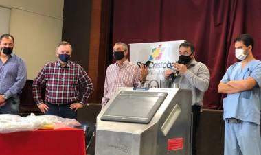 Felipe Michlig entregó un respirador – ventilador para el hospitalde San Cristóbal y aportes para el Deporte