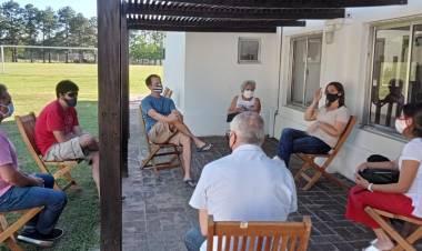 Betina Florito, mantuvo un encuentro con vecinos de la costa santafesina que desde hace varios años vienen pidiendo la construcción de la defensa Oeste