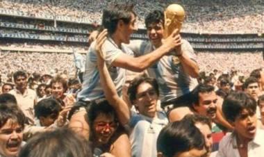 Gustavo Ripke el santafesino que celebró junto a Diego y Pedro Pasculli en México 86