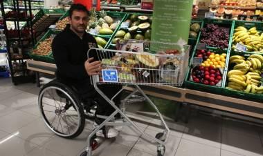 Carlos Suarez y la necesidad de que los super cuenten con carros adaptados a sillas de ruedas