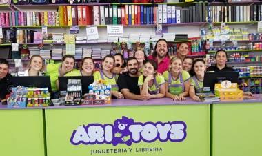 Ariel Ayllón y el costo de los regalos navideños en las jugueterías de la región