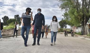 Jatón recorrió las obras que mejorarán la calidad de vida de los vecinos de Centenario