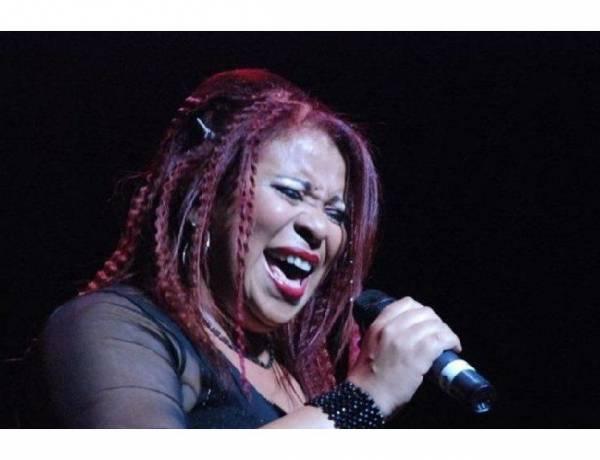 Déborah Dixon una de las voces emblemáticas del rock y el blues en Argentina