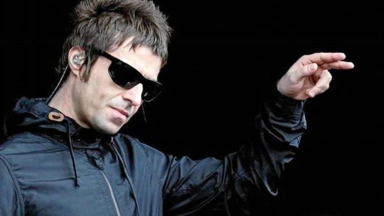 El 25 de mayo de2010 Liam Gallagher anuncia en el portal de Oasis que su nuevo grupo se llamará Beady Eye