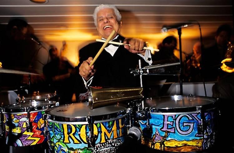 El 31 de mayo de 2000 falleceel percusionista de jazz latino y salsaTito Puente