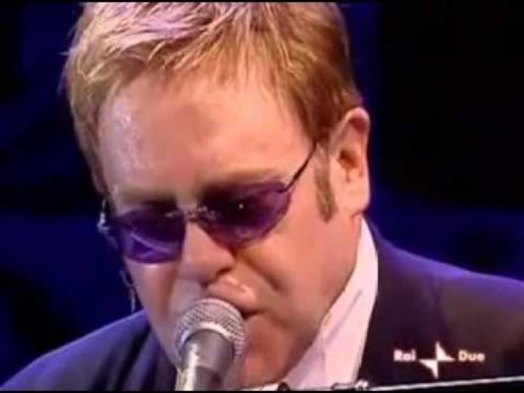 El 3 de setiembre de 2005 Elton John congregó a más de 300.000 personas en el concierto ofrecido en el Coliseo de Roma