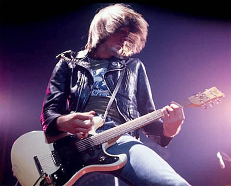 El 8 de octubre de 1948 nace Johnny Ramone