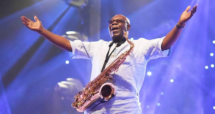 Falleció víctima del coronavirus Manu Dibango, figura del jazz africano