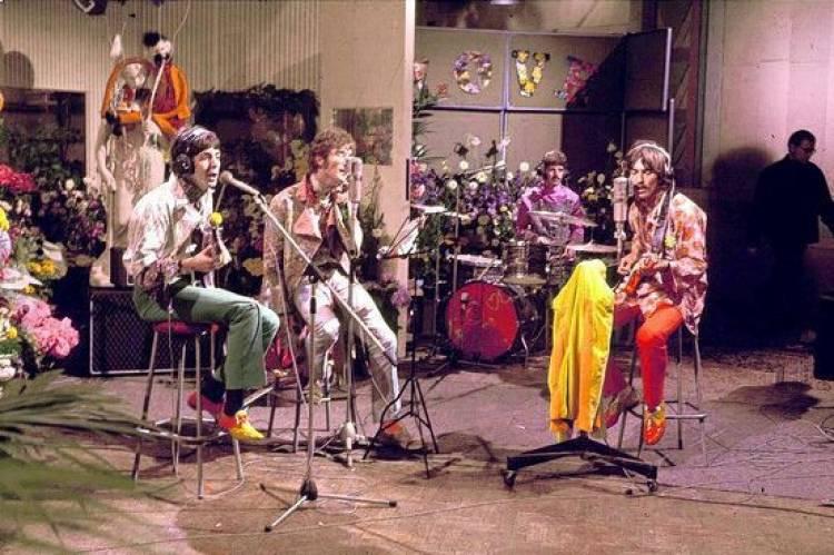 El 25 de junio de 1967 The Beatles graba All you need is love