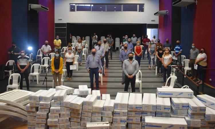 El Senador Michlig entregó en San Guillermo 240 luminarias Led y aportes a instituciones por $ 980 mil