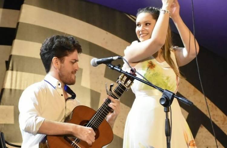 Ala Par Dúo recorre el camino de la música latinoamericana