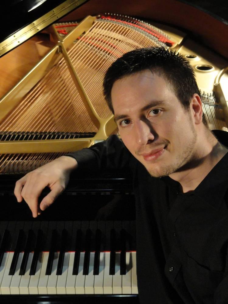 Mario Spinosi y su momento como pianista, compositor y arreglador santafesino