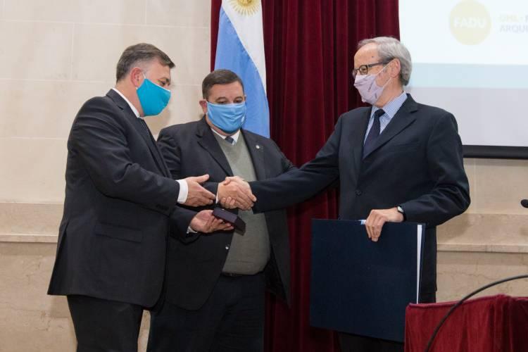 El arquitecto Liernur recibió el Doctor Honoris Causa de la UNL