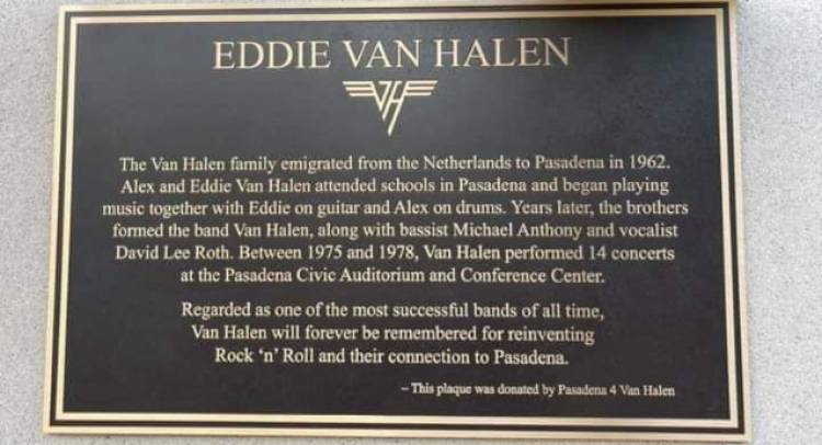 Placa conmemorativa de Eddie Van Halen presentada oficialmente en Pasadena